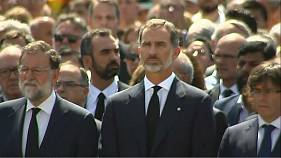 Barcelona observes a minute of silence for terror victims