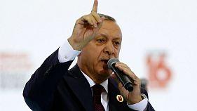 """Erdoğan: """"Merkel'e oy vermeyin"""""""