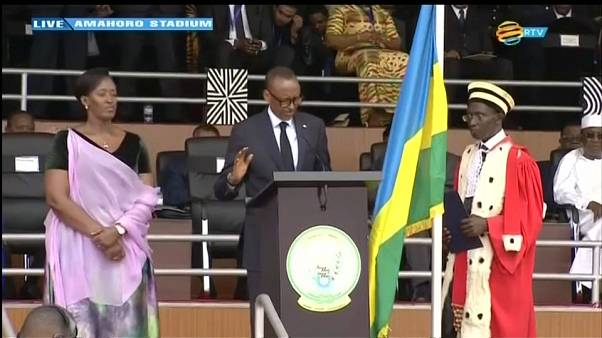 Au Rwanda, Paul Kagame prête serment