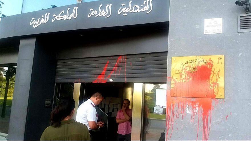 لون الدم يلطخ القنصلية المغربية في طراغونة الإسبانية