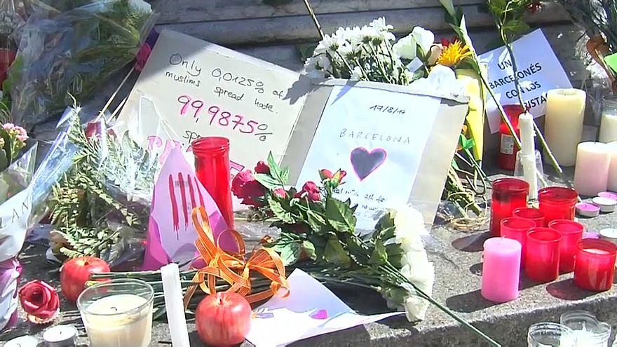 La Rambla homenajea a las víctimas del atentado