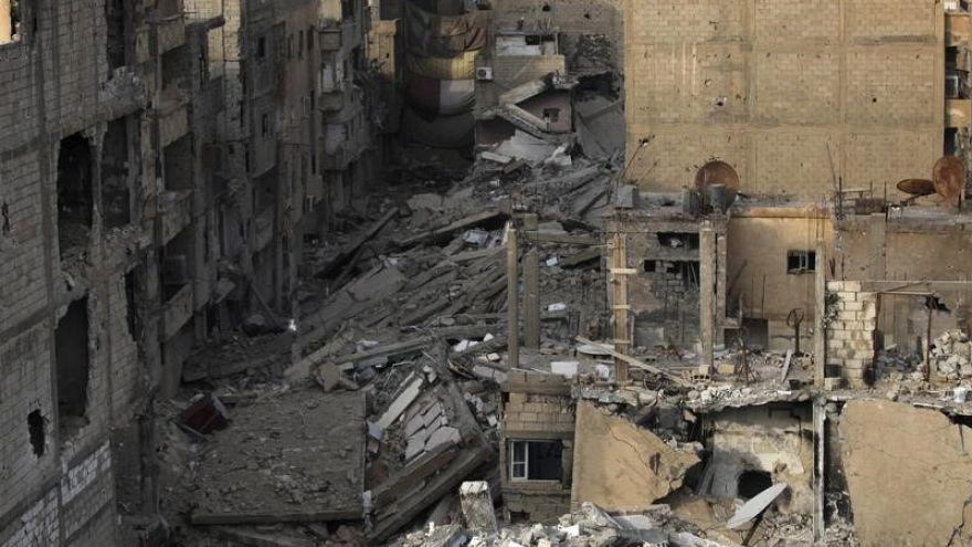 روسيا تكافئ ضابطا سوريا قاد عملية انزال مظلي ضد داعش