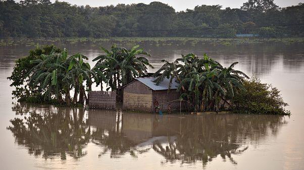 Hunderte Tote durch Hochwasser in Südasien