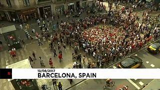 اعتداء برشلونة: سائقو سيارات الأجرة المسلمين يضعون إكليلا من الزهور في مكان الحادث