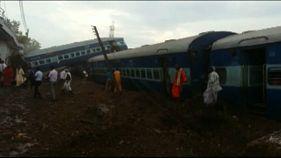 India: deraglia treno, almeno 20 morti