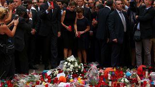 Barcellona: l'omaggio dei reali di Spagna sulla Rambla
