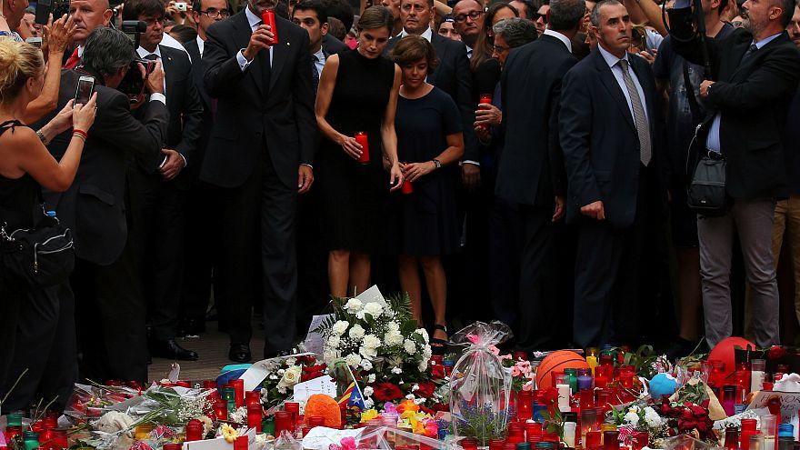 Los Reyes de España homenajean a las víctimas de Barcelona