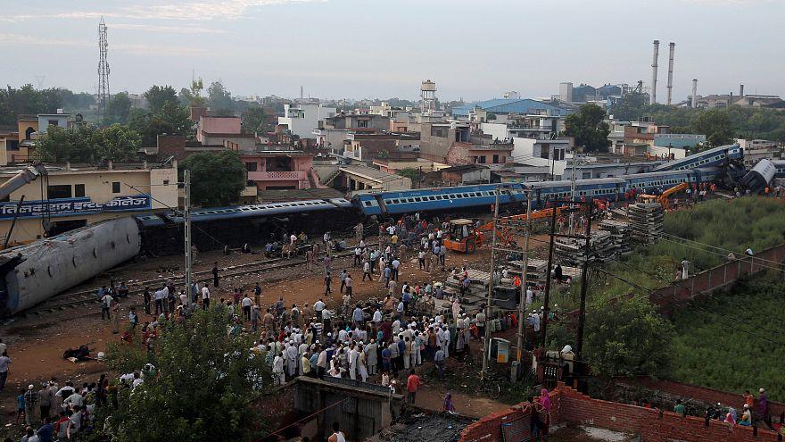 Hindistan'da tren kazası: 23 ölü 123 yaralı