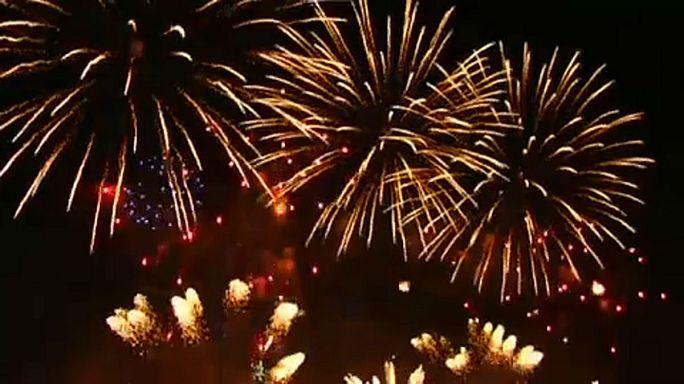 100.000 bei Feuerwerk-Festival in Moskau