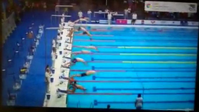 El solitario minuto de silencio de un nadador español por Cataluña