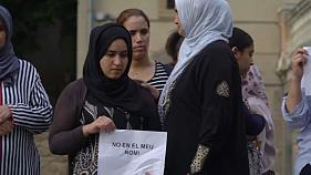 Familiares de los yihadistas guardan un minuto de silencio contra el terrorismo