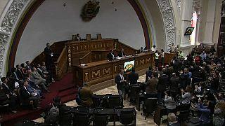 El Parlamento venezolano desafía a la Constituyente de Maduro