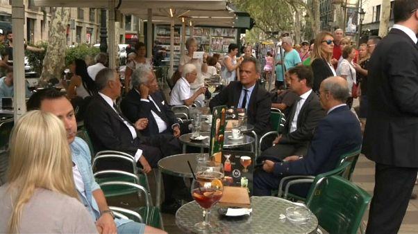El presidente de Portugal se toma un café en las Ramblas
