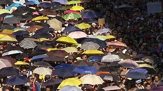 Hong Konglu pazar gününü meydanlarda geçirdi