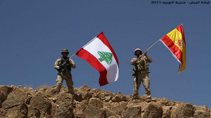 ادای احترام سرباز لبنانی به قربانیان حملات اسپانیا