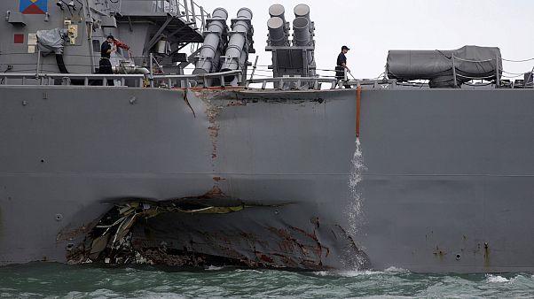 Singapore, nave Usa si scontra con un tanker: 10 marinai dispersi