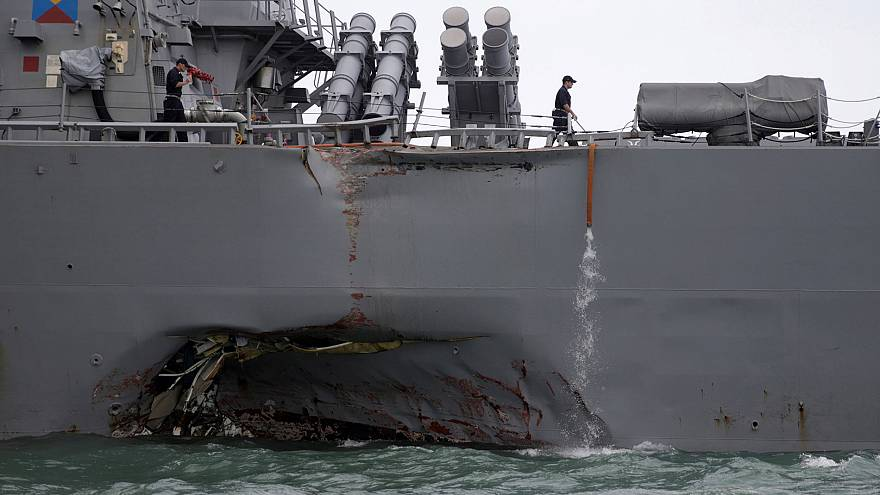 Singapore, nave Usa si scontra con un tanker: 10 marinai dispersi