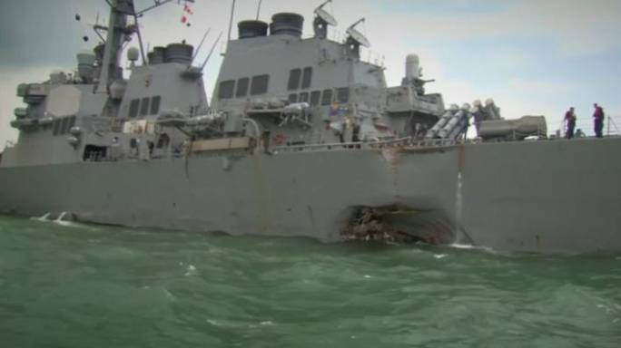Continuam buscas por marinheiros dos EUA desaparecidos