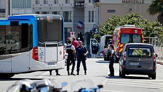 Auto contro fermata bus a Marsiglia, 1 morto. Non confermato atto intenzionale.