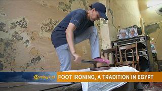 Le repassage avec les pieds, une tradition en Egypte