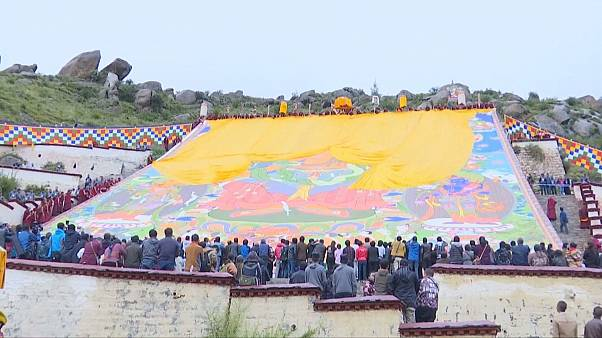 Tibetanos celebram Buda