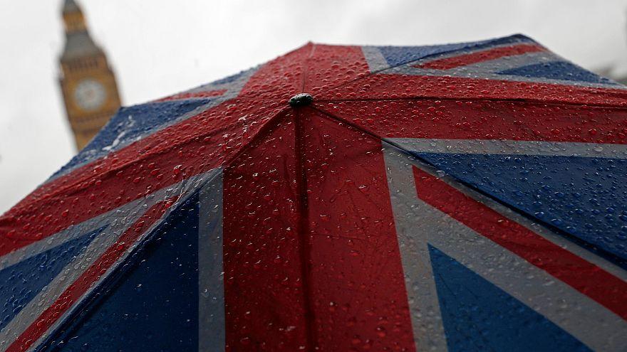 UK ups pressure on EU to move Brexit talks onto trade