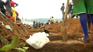 Burials for 300 people killed in Sierra Leone's mudslide [no comment]