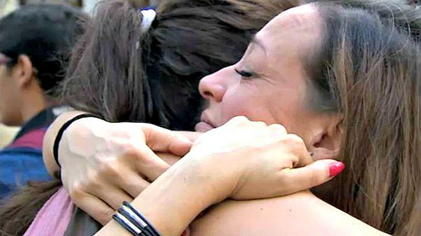 Barcelona: ölelések az erőszak után