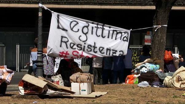 احتجاجات بسبب إجلاء مئات اللاجئين من مركز إيواء في روما