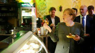 ميركل.. حملة انتخابية بطعم الفلافل