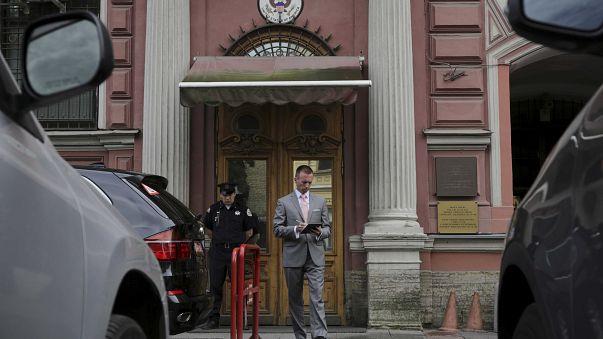 أمريكا تعلق مؤقتا منح تأشيرات دخول المواطنين الروس إلى أراضيها