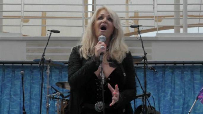 Mit 66: Bonnie Tyler rockt die Sonnenfinsternis