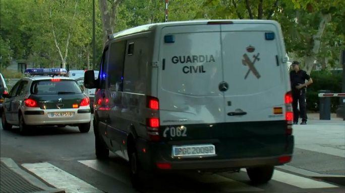 السجن لاثنين من المشتبه بهم في هجمات برشلونة وإفراج بشروط عن المشتبه به الثالث