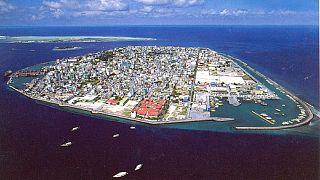 ارتش مالدیو در حمایت از دولت پارلمان را به محاصره خود درآورد