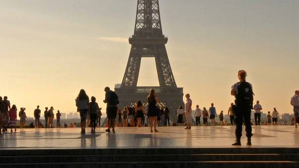 Turistas regressam a Paris