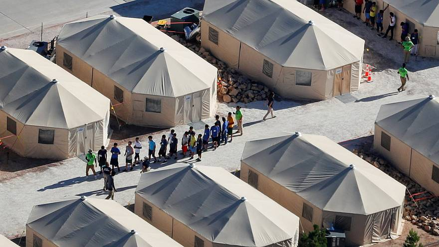 """Image: Immigrant children housed in a tent encampment under the new """"zero t"""