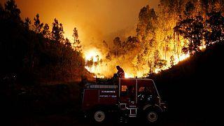 Mais de mil combatem as chamas