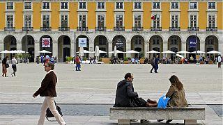 Betonbarrieren in Lissabon - doch Terrorwarnstufe nur 3 von 5