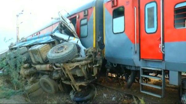 إصابة أكثر من 70 شخصا في حادث قطار شمال الهند