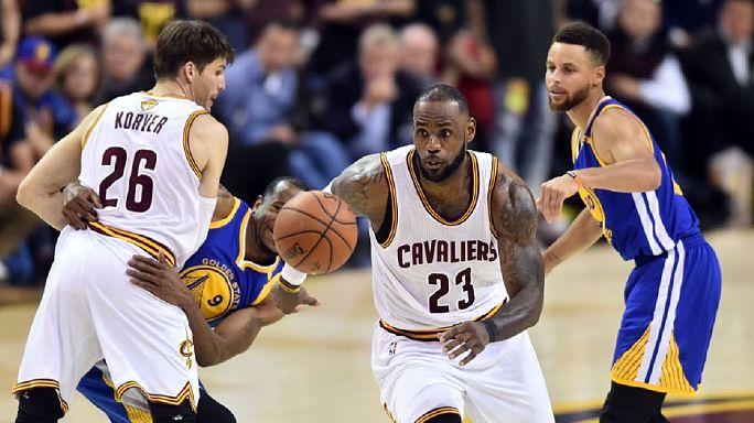NBA : l'échange Irving-Thomas validé
