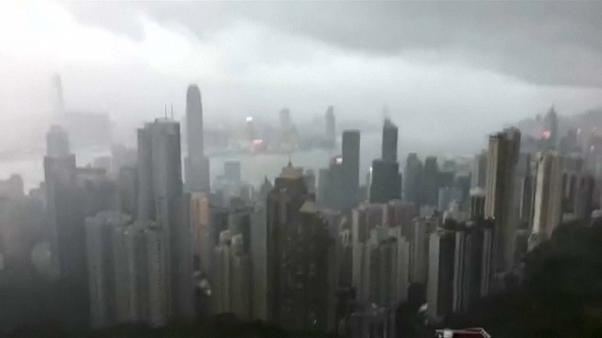 Typhoon Hato rips into Hong Kong