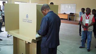 Cierran los colegios electorales en Angola