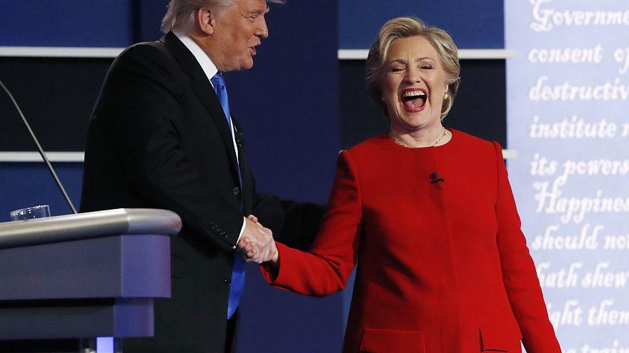 هيلاري كلينتون تنعت ترامب بالشخص المقزز