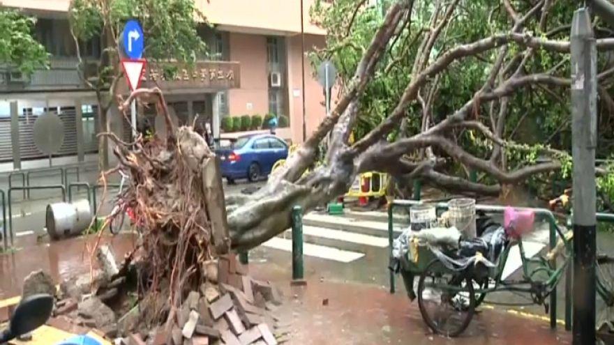Al menos doce muertos por el tifón Hato en el sur de China