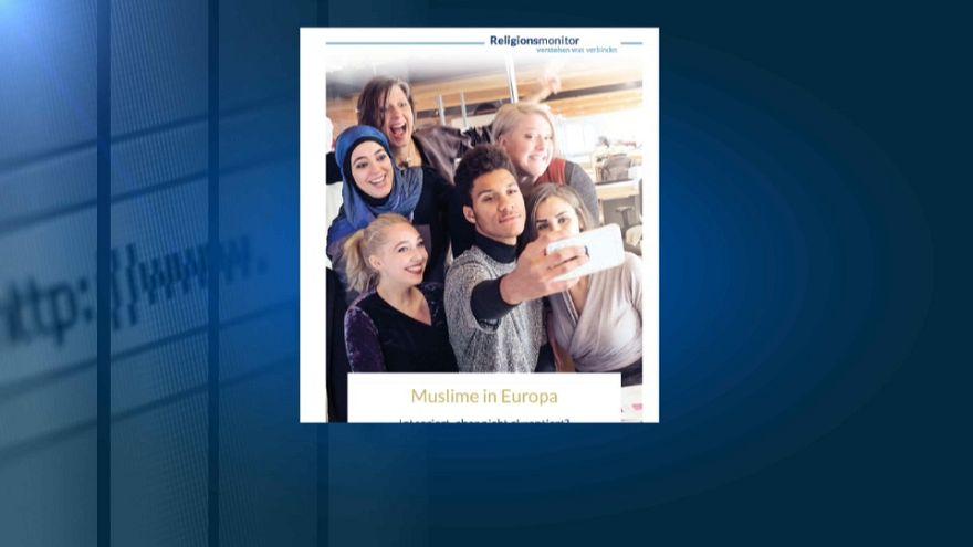 Studio fotografa l'integrazione dei fedeli musulmani in Europa
