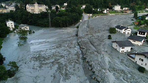 Suisse : huit randonneurs disparus dans des coulées de boue