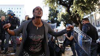 Menekültek és rendőrök összecsapása Rómában