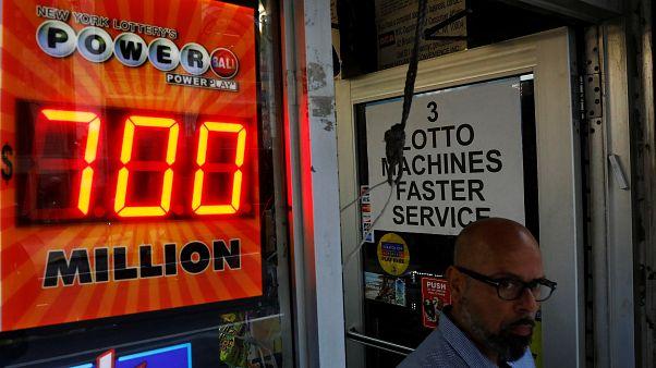 چه کسی برنده بلیط بختآزمایی ۷۸۵ میلیون دلاری شد؟
