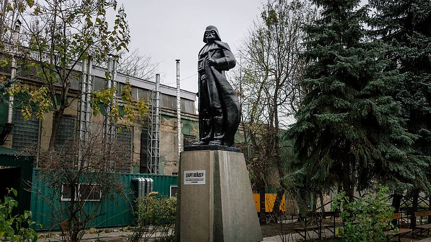 11  imaginative ways Ukraine has dealt with historic statues