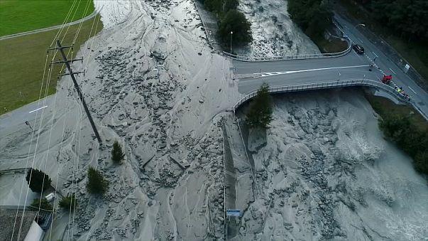 Svájci földcsuszamlás: még nyolc embert keresnek